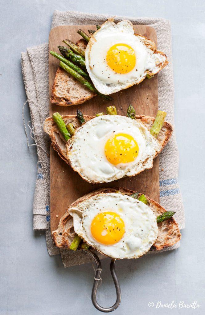 crostone-asparagi-uova